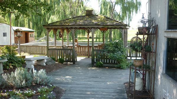 altanka ogrodowa ze strzechą