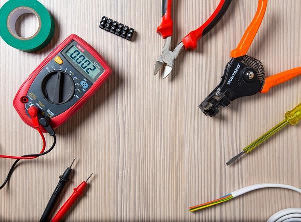 najlepsze narzędzia dla elektryków